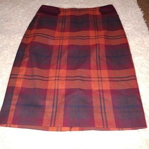 Limited skirt, in like new condition!!